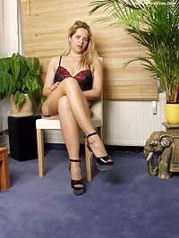 Blonde in seamed nylons