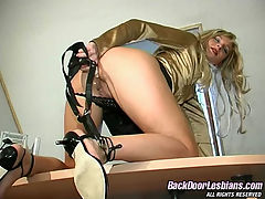 Antoinette and Mirabel sexy anal lesbian action : Voluptuous lesbian babe getting her buns spread in ass-plundering action