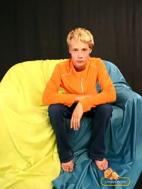 Blond gay boy Dietrich plays with his ass and dick on camera : Petite figure of this blond gay boy is really exciting and can drive one crazy. He is flexible like a reed and sexy like Eros himself.