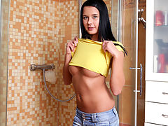 Tan dark haired nymph rube her soapy wet pussy in the shower