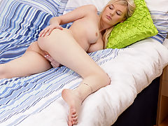 Ivory skinned blonde spinner rubs her pussy in bed