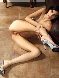 Very Flexible Tamara Jade on Leather Sofa - 1062010 : tamarajade02