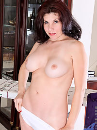 Anilos.com Kinsey - Milf next door gives her hairy pussy a cameltoe with an iron cord : Milf next door gives her hairy pussy a cameltoe with an iron cord