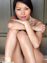 Asian Beauty : Agnes presents her good looking curves in the shimmering sun today and gives you an idea about her sensual abilities. Enjoy.