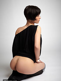 Undressed : Camilia presents her hot body fully naked and from all available sides. This short haired girl is extremly hot and is waiting for you.