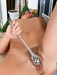 Anilos.com Annabellegenovisi - Brunette babe teases her big nipples and hairy pussy with kitchen utensils : Brunette babe teases her big nipples and hairy pussy with kitchen utensils