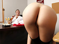 No Redcoats Allowed : Hot ass blonde hottie Bailey Blue gets fucked by a big cock of her school coach on the table