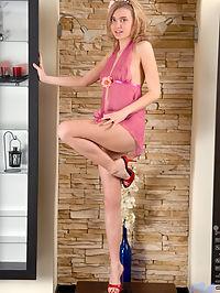 Nubiles.net Chloe Blue - Horny Chloe Blue spreading her pink pussy in the mirror : Horny Chloe Blue spreading her pink pussy in the mirror