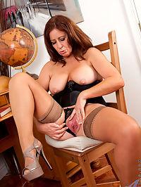Anilos.com Carolfoxwell - Redhead milf teases her cock hungry pussy : Redhead milf teases her cock hungry pussy