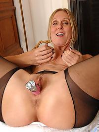 Anilos.com Jennacovelli - Classy milf Jenna Covelli stuffs a toy into her wet pussy : Classy milf Jenna Covelli stuffs a toy into her wet pussy