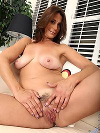 Anilos.com Mimimoore - Hot cougar fucks her craving twat with her fingers : Hot cougar fucks her craving twat with her fingers