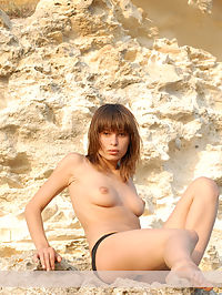 Harita : Sexy Julietta removes her black underclothes and poses naked outdoor.