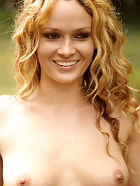 Presenting Princess : Stunning blonde with womanly physique and erotic assets.