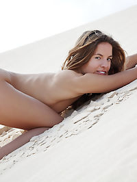 Amudia : Antea is another outdoor-loving babe, with slim, slender physique, small but perky breasts, stretching and showcasing her flexible body all over the sandy desert.