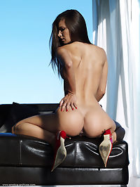 Force Majeure : Brunette Carina in nothing but red high heels
