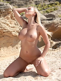 Janine : For our hot model Janine warm sand was not to hot and she posed nude with her amazing body