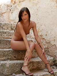 Gina : Gina wanted to pose nude at the old stair case and show you her tight shaved pussy