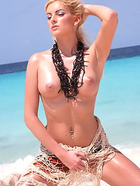Sophie Carina : Awesome blonde Sophia Carina strips on the tropical beach and shows her beautiful boobs and ass