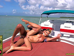 Yasmine Gold anal fuck on a speed boat : Busty and blonde slut Yasmine Gold gets ass fucked on a speed boat. At the end she also receives a cumshot on her pussy.