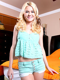 Nubiles.net Chloe Foster - Beautiful blonde uses a magic wand to make her sweet pussy tingle : Beautiful blonde uses a magic wand to make her sweet pussy tingle