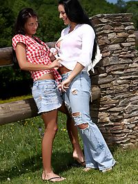 Carmen and Roxy - Countryside Cunnilingus - Hotties enjoy cunnilingus outside