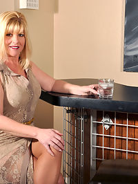 Anilos.com Dawnjilling - Busty blonde cougar shoves a toy into her creamy pussy : Busty blonde cougar shoves a toy into her creamy pussy