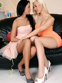 Tarra and Ginie - PussyLicking Babes - Two beautiful babes licking pussy