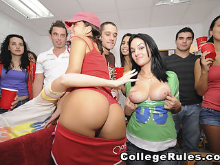 Sorority girls get down -4 : College slut sucks off two guys at once!