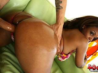 Sinnamon Love gets her big ass 40 oz bounced hardcore