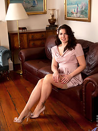 Anilos.com Sharlyn - Beautiful Anilos Sharlyn flashes her hairy mature pussy on the couch : Beautiful Anilos Sharlyn flashes her hairy mature pussy on the couch