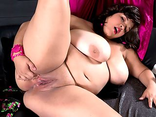 Slick Chick : Oiling and spreading is the name of the game for Bri Love today. Playing with her big boobs. Spreading and fingering her sweet sugar-box. And thats why this video is called Slick Chick.br br Did Bri ever see herself masturbating and fucking for horny dudes who love plump girls? Shes only 18-years-old and goes to school for graphic design. But Bri harbored secret desires and she decided to live them out before she settles down in the future.br br When Bri hangs out with friends, she likes to dress like a metal-rocker and go to clubs to see live bands and spend time in mosh pits. Do the guys who see Bri decked out in hot rocker-girl clothes know shes been moshing at XLGirls? Theyd flip out at the thought.br br Bri has fantasies of having sex in public places. Will she also satisfy those desires one day? Bris getting there.