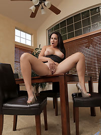 Anilos.com Hollywest - Beautiful milf Holly West cannot resist the urge to masturbate : Beautiful milf Holly West cannot resist the urge to masturbate