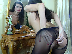 KeithA in pantyhose action : Keith A is sitting by the mirror all naked and slowly pulls up her dark open crotch tights until they fit snugly around her waist. Maybe you will not notice it at once, but the girl has been fidgeting on that low padded stool because she has got a golden anal toy sticking between her ass cheeks. However, later she will unplug her bottom to taste her ass sauces on the toy before sliding it back up the brown thru the tights.