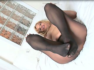 Slutty Soles : MILF Lola struts her stuff in black pantyhose and hot-pink strappy heels because she likes to put on quite a show...for your cock. She parades around in her sexy outfit for your voyeuristic pleasure and then strips it off to show you her green toenail polish and sleek soles. Watch as she fingers her pussy and slides nylon mesh in and out of the spaces between her toes. And while she strokes her arches and rubs her clit, she has an explosive orgasm, just for you. You can watch and see if you can cum when Lola does.