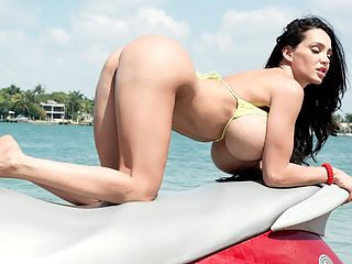 Itsy Bitsy Bikini Beach : Miami. Babes in bikinis. Beaches. Big Boobs. Jet skis.br br Amy Anderssen rides a jet ski for the first time in her life and she handled this aquatic speed machine like an experienced racer. Our cameras caught this high speed event and Amys action is jaw-dropping. Amy even dropped her bikini top at times as she skimmed over the waves like a sea nymph. At one point, the super-busty brunette gets totally stark naked. After hitting the shore, Amy was pumped with adrenaline and talked about her experience at the conclusion of the video. Way to go, Amy! Youre ready to race professionally.br br Pop top quiz Who was the first iSCOREi Girl to ride a jet ski in a iSCOREi video? There was only one before Amy.