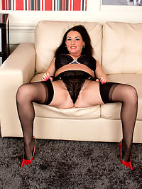 Anilos.com Annabellaford - Classy MILF in heels and stockings gets nude on camera for the first time : Classy MILF in heels and stockings gets nude on camera for the first time