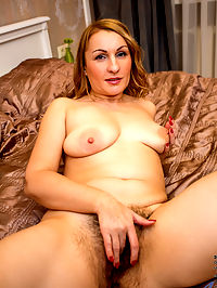 Anilos.com Gingerlove - Naughty cougar spreads her legs for a good finger fuck : Naughty cougar spreads her legs for a good finger fuck