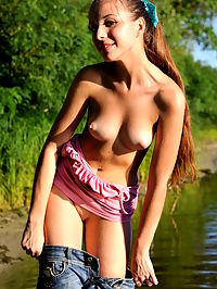 Pond of sexiness : This shapely brunette teen makes a place of nature even more beautiful with her naked body and posing in the sand.