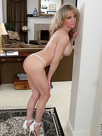 Anilos.com Elizabethgreen - Horny MILF teases her soft shaved pussy until she cums : Horny MILF teases her soft shaved pussy until she cums
