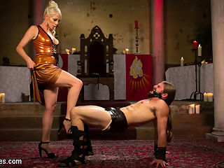 Divine Roman Holiday : Lorelei Lee is the epitome of the Divine Goddess. Dripping from head to toe in latex she teases and torments slave newcomer, Nathan Explosion. Worship, cock tease, pegging, slave sex, punishment, face sitting, pony boy and much much more!