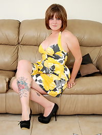 SpunkyAngels Curvy Spunky Angel tease Misty strips out of her yellow and black dress on the couch : Curvy Spunky Angel tease Misty strips out of her yellow and black dress on the couch