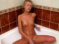 Wet hottie bathtub dildoing : Yum what a hottie. This blonde girl with her dark eyes and tanned skin looks tasty. It and aposs really hot watching her in the bathtub with her toy sucking on it before burying it deep in her slit then getting on her knees and fucking herself from behind.