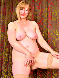 Anilos.com April - Horny mommy teases her hairy pink pussy until she cums : Horny mommy teases her hairy pink pussy until she cums