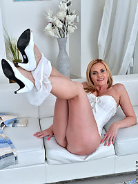 Anilos.com Lilipeterson - Hot blonde MILF spreads her shaved pussy lips wide open and teases her clit : Hot blonde MILF spreads her shaved pussy lips wide open and teases her clit