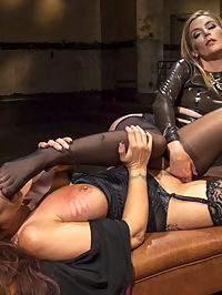 Pervert Therapy Horny MILF bound, fisted and anally strap-on fucked! : In the dungeon of her own mind, Syren de Mer confesses her incessant sexual desires and her obsession with women to latex therapist dominatrix Mona Wales! Syrens treatment includes choking, finger banging, face sitting, flogging, paddling, tit slapping, spanking, suspension bondage, pussy licking, fisting, dick-on-stick, pussy and anal strap-on fucking, and tons of orgasms!!!
