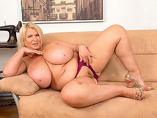 Brit Babe Bares Best Boobs : Samantha Sanders talks about her holiday in Ibiza, a party island off the east coast of Spain, and a huge attraction for British vacationers and party people for several decades. br br This is Sams favorite place to unwind and have fun. She talks about going to the nude beach and the reaction she gets from her fellow beachgoers when she takes out her massive naturals.br br As Sam chats, she gets her clothes off piece by piece until shes starkers and opens her legs to flick her bean in a show that no one sees at the nude beach in Ibiza. We feel for em!br br I get a lot of compliments about my tits, said Sam. The nicest one Ive heard was the simplest. You have the best boobs in the world. That works for us. Thanks, Sam!