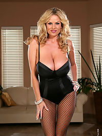 Animal Instincts : Kelly in black lingerie tears open her fishnets and rubs on her clit with silver vibrator.