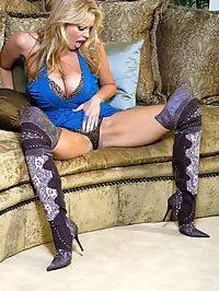 Puss In Boots : Kelly was wearing a short blue dress and snakeskin thigh high boots when she fingers her hole.