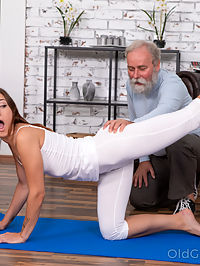 Juicy brunette works out in front of a curious old man : Curious old man watches a sexy brunette performing stretching exercises in a tight outfitRead more!