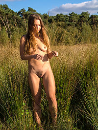 Fopyna : Taylor Sands delightfully poses outdoors as she shows off her hairy pussy.